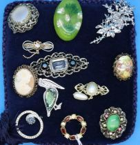Display cushion of mixed brooches, largest L: 70 mm. P&P Group 1 (£14+VAT for the first lot and £1+