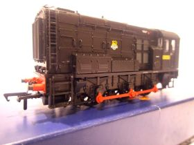 Bachmann 32-114A, Class 08, BR Black, 13050, Early Crest, in very near mint condition, boxed. P&P
