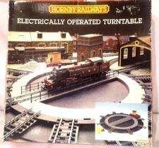 Hornby electrically operated turntable, boxed. P&P Group 2 (£18+VAT for the first lot and £3+VAT for
