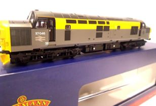 Bachmann 32 792, Class 37, BR Grey/Yellow, 37046, in excellent to very near mint condition, boxed,
