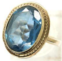 9ct gold blue topaz set solitaire dress ring, size M/N, 4.8g, Birmingham assay, 1979. P&P Group