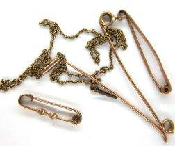 Mixed 9ct gold; three bar brooches (one broken) and a fine chain, combined 6.0g. P&P Group 1 (£14+
