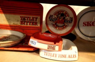 Collection of Skol and Tetley metal pub trays and ashtrays. Not available for in-house P&P,