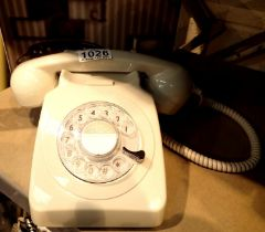 Ivory, GPO746 Retro rotary telephone replica of the 1970s classic, compatible with modern