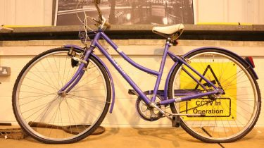 Ladies Raleigh Caprice bicycle. Not available for in-house P&P, contact Paul O'Hea at Mailboxes on