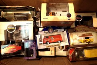 Mixed diecast cars/vehicles including Oxford boxed examples. Not available for in-house P&P, contact