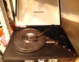 Black Crosley Cruiser Deluxe 3 speed record player with Bluetooth and power supply. working at