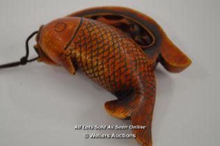 *CARP FISH NETSUKE EROTIC IMAGES INSIDE JAPANESE / 6CM LONG [LQD197]
