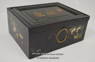 *HAND PAINTED BLACK LACQUER CHINESE / HONG KONG - INSCRIBED / 28 X 13 X 12CM [LQD197]