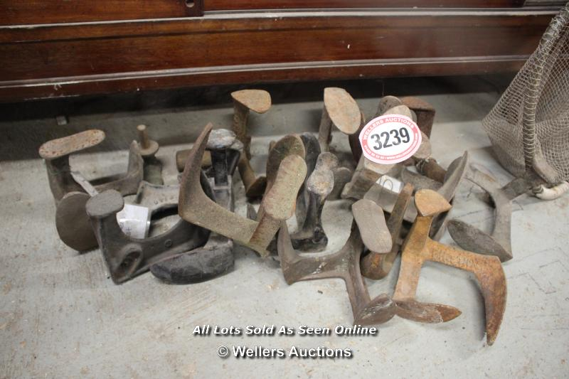 *LARGE QUANTITY OF CAST IRON COBBLERS LASTS - Image 2 of 2
