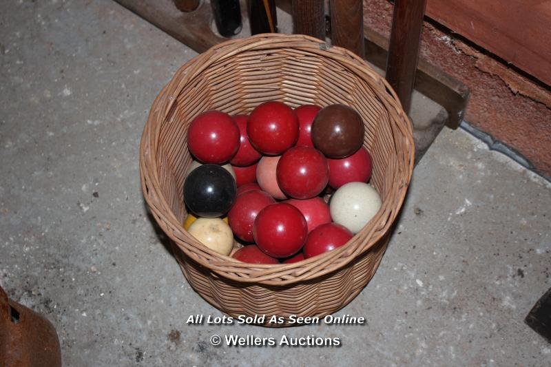 *TEN VARIOUS SNOOKER CUES, A TRIANGLE AND TWO SCOREBOARDS TOGETHER WITH A BASKET OF SNOOKER BALLS - Image 3 of 5