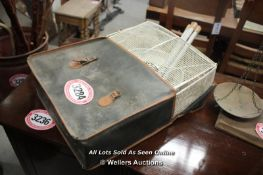 *CASED AVON FISHING WEIGHING SCALES