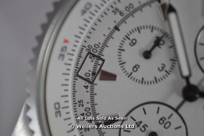 *GENTS ROTARY STEEL CHRONOGRAPH ,SILVER BATTON DIAL WITH DATE,QUARTZ MOVEMENT, BLACK LEATHER PIN - Image 4 of 6