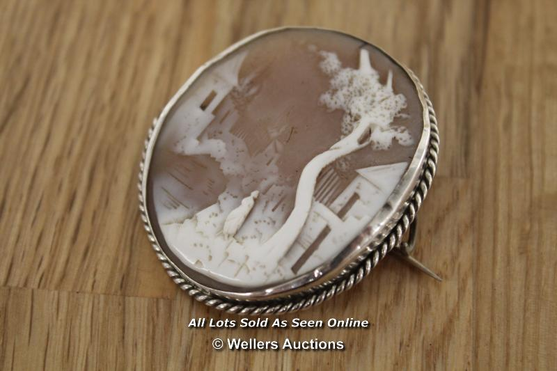VINTAGE CAMEO PIN BROOCH SET IN WHITE METAL WITH ROPE EFFECT EDGE