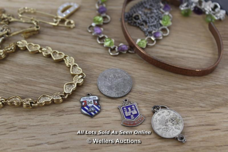 ASSORTED COSTUME JEWELLERY INCLUDING BRACELETS, NECKLACES, EARRINGS - Image 5 of 5