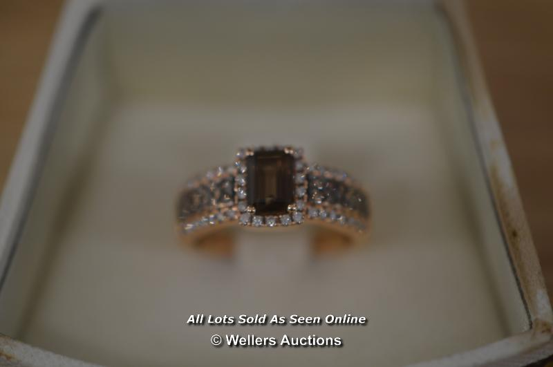 LADIES 14K ROSE GOLD RING, SMOKEY QUARTZ CENTRE STONE IN 4 CLAW SETTING ADORNED WITH MATCHING 4