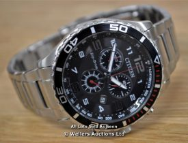 *GENTS CITIZEN ECO-DRIVE CHRONOGRAPH, QUARTZ MOVEMENT, BLACK ARABIC DIAL WITH DATE, BRUSHED AND