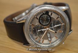 *GENTS RAYMOND WEIL FREELANCER, AUTOMATIC DAY DATE CHRONOGRAPH WITH SILVER DIAL IN GOLD ACCENTS,
