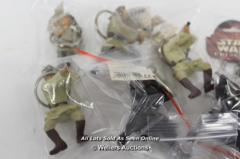 STAR WARS EPISODE 1 - ASSORTED KEY RINGS ( ALL LIGHTSABERS ON FIGURES DAMAGED) - Image 2 of 5