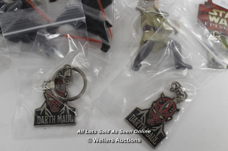 STAR WARS EPISODE 1 - ASSORTED KEY RINGS ( ALL LIGHTSABERS ON FIGURES DAMAGED) - Image 3 of 5