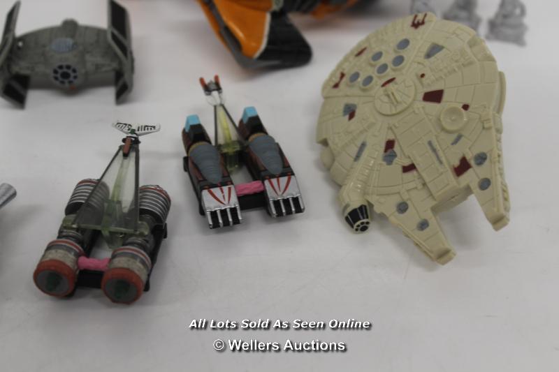 ASSORTED STAR WARS TOYS INCLUDING DIE CAST DARTHG VADERS TIE FIGHTER, TRANSPORT SERIES POD RACERS - Image 5 of 6