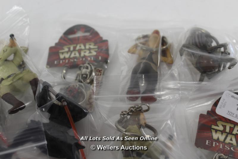 STAR WARS EPISODE 1 - ASSORTED KEY RINGS ( ALL LIGHTSABERS ON FIGURES DAMAGED) - Image 5 of 5