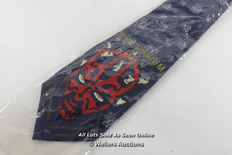 STAR WARS EPISODE 1 - ASSORTED ITEMS INCLUDING DARTH MAUL BAG, MILLENIUM LONDON SILK TIE AND PIT - Image 2 of 6