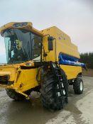 NEW HOLLAND CSX 7060 COMBINE