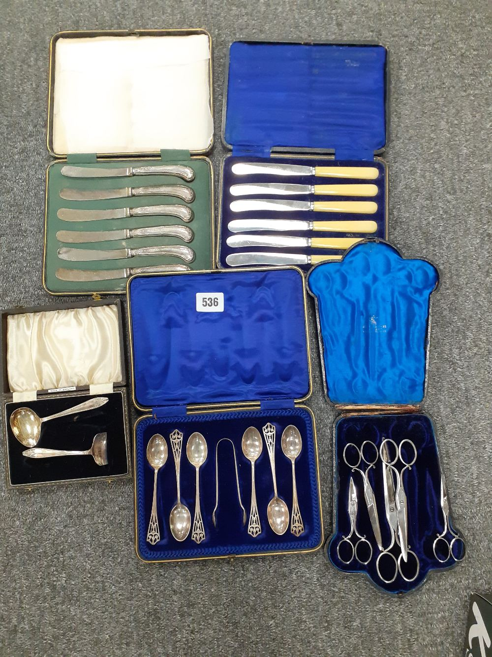 BOXED CASE OF SILVER TEASPOONS LONDON