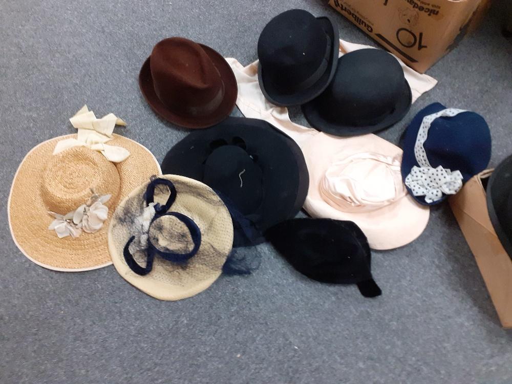 QUANTITY OF VINTAGE HATS 1940/50s