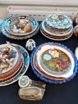 COLLECTION OF POTTERY PLATES ETC