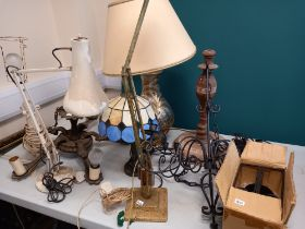 QUANTITY OF LIGHTS AND LIGHT FITTINGS