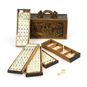 Chinesisches Mah Jong-Spiel in beschnitztem Originalkasten