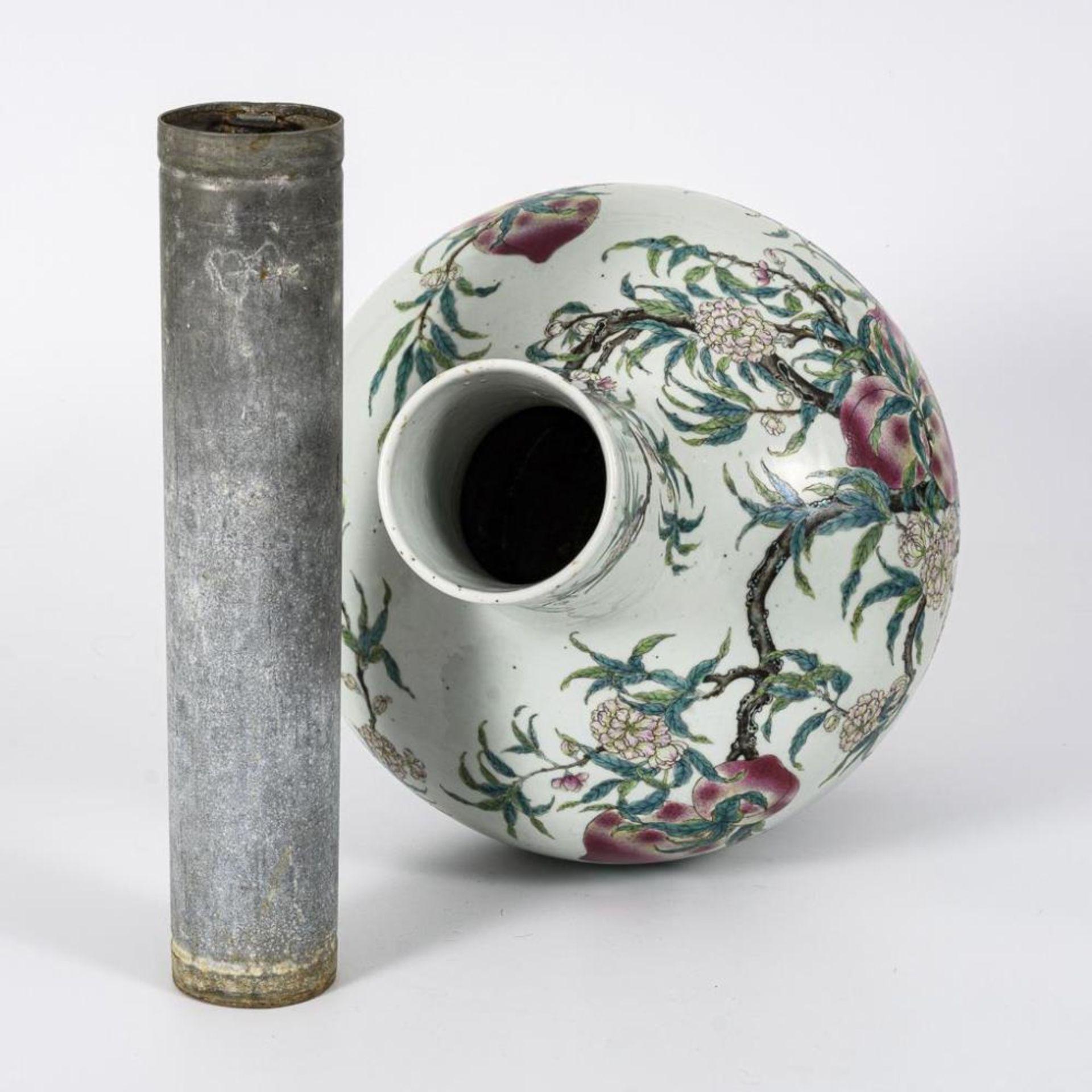 Große, museale Vase mit Pfirsichen und Pfirsichblüten - Image 8 of 10