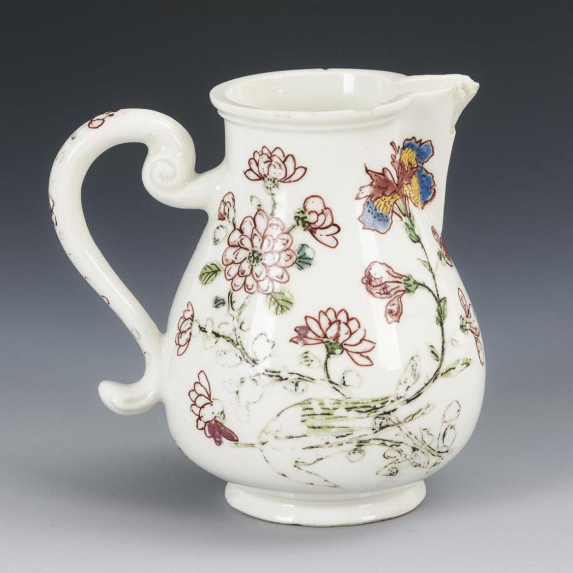 Barockes Milchkännchen mit Blumenmalerei - Image 2 of 5