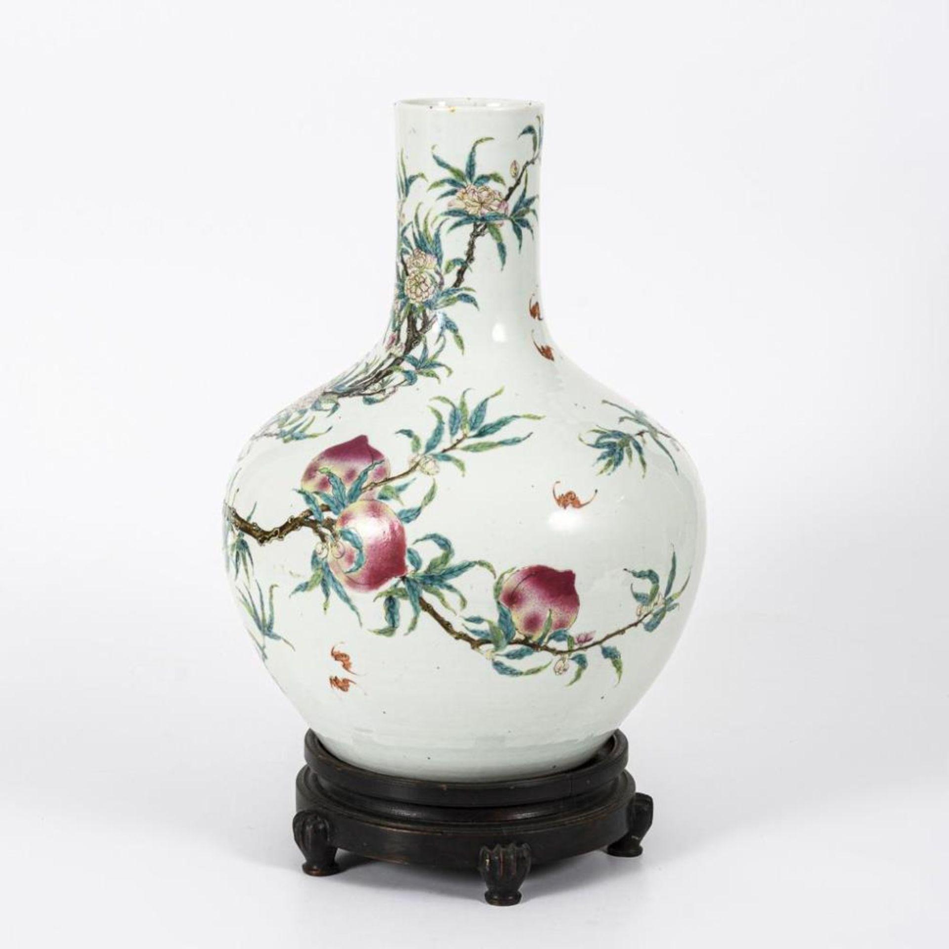 Große, museale Vase mit Pfirsichen und Pfirsichblüten - Image 2 of 10