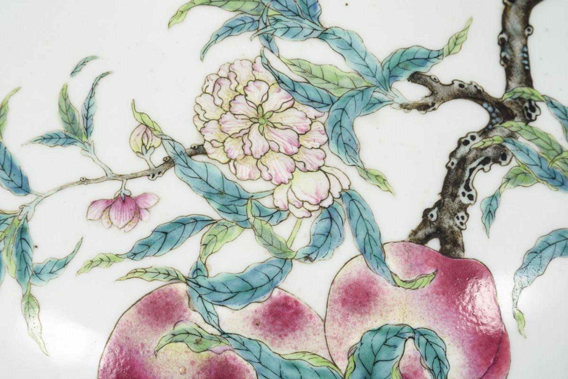 Große, museale Vase mit Pfirsichen und Pfirsichblüten - Image 5 of 10
