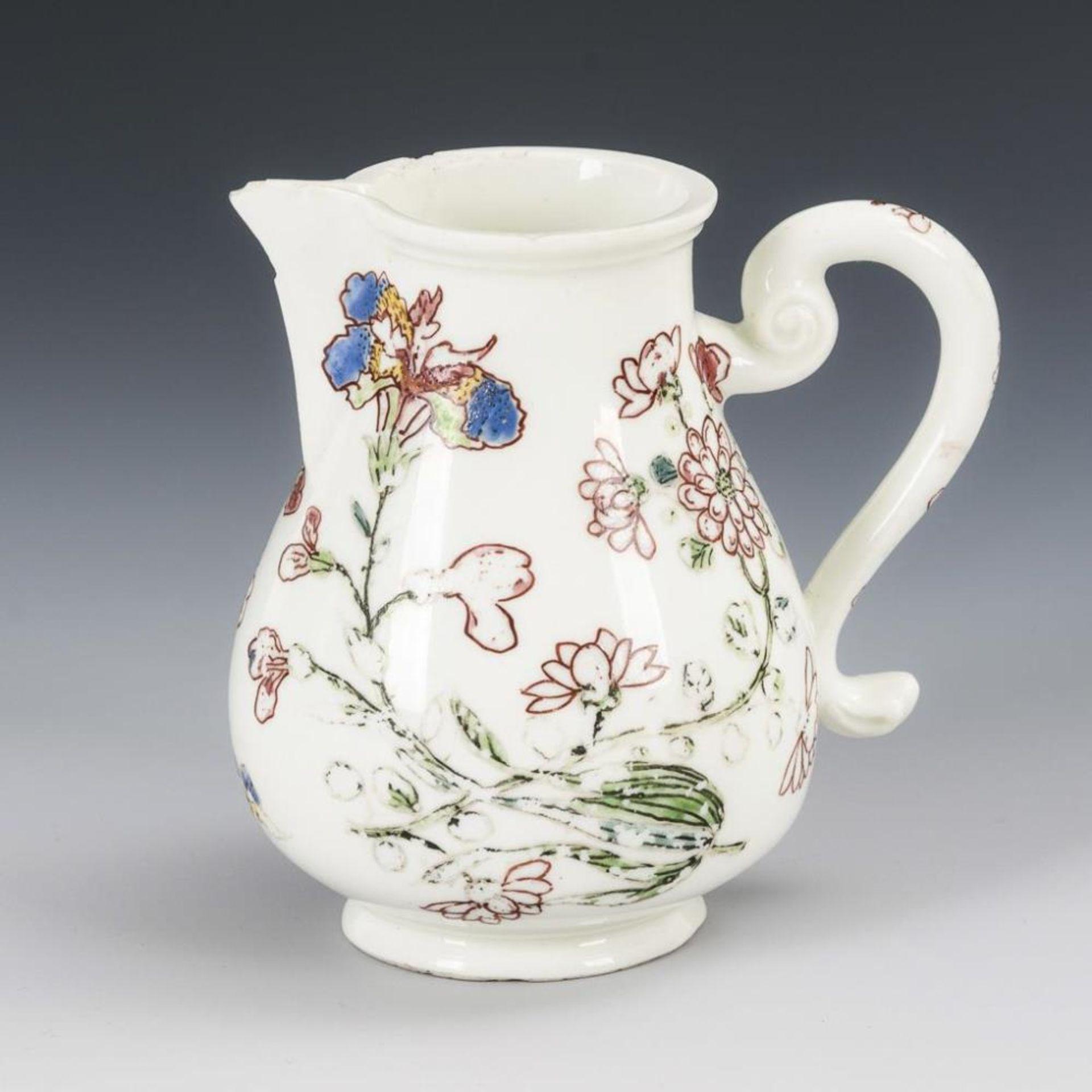 Barockes Milchkännchen mit Blumenmalerei