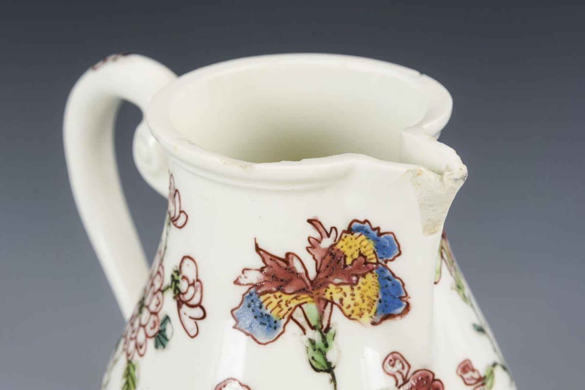 Barockes Milchkännchen mit Blumenmalerei - Image 4 of 5