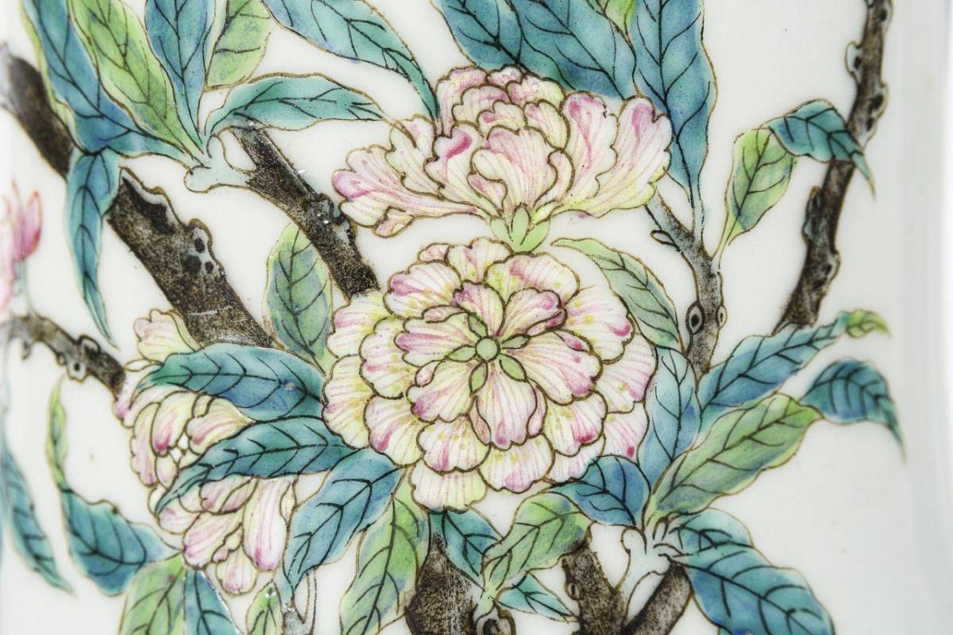 Große, museale Vase mit Pfirsichen und Pfirsichblüten - Image 9 of 10