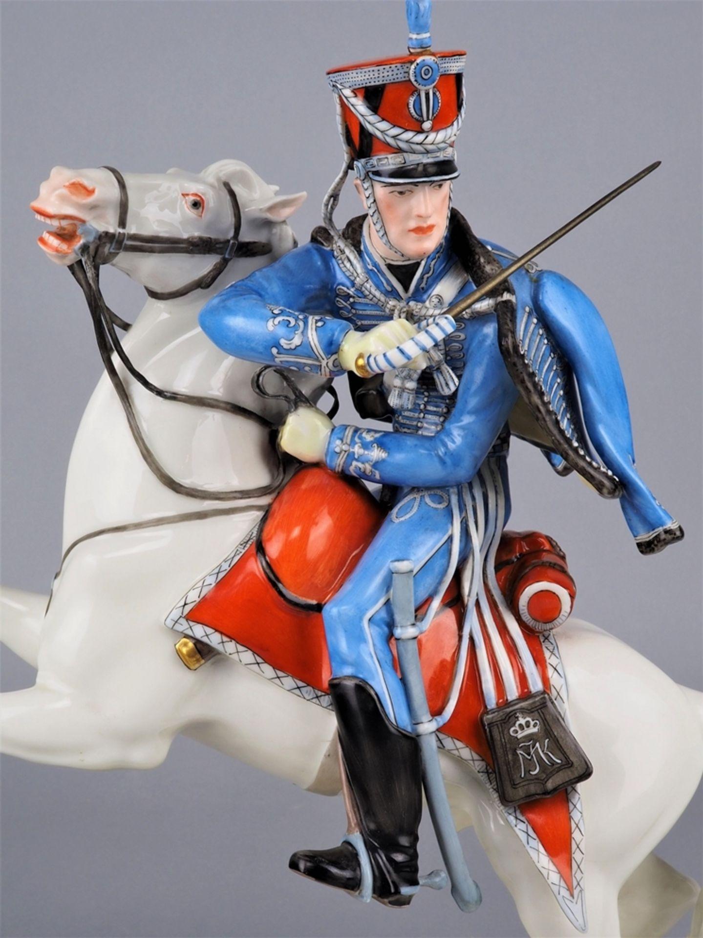 Nymphenburg Porcelain Manufactory: Officer of the 2nd Royal Bavarian Hussar Regiment on horseback. - Image 2 of 8
