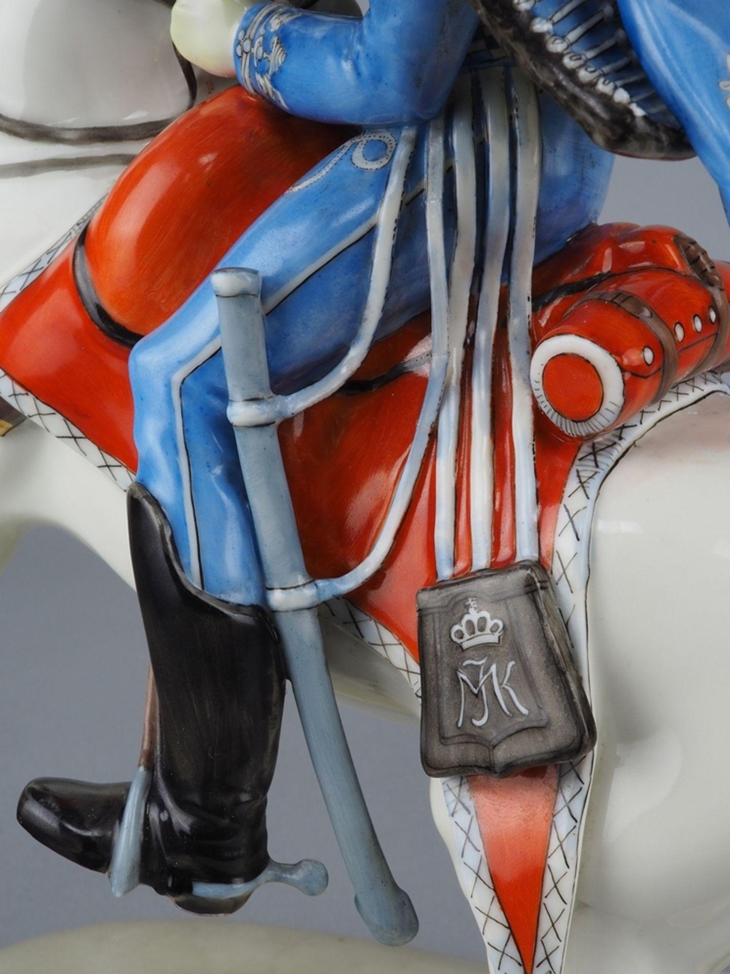 Nymphenburg Porcelain Manufactory: Officer of the 2nd Royal Bavarian Hussar Regiment on horseback. - Image 7 of 8