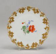 Meissen (Punktzeit, 2-gestrichen), Kuchenplatte, im Spiegel mit Blumendekor, 'Efeublatt'-G