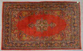 Spiegel-Sarough, älter, feste Knüpfung, mit freiliegendem Medaillon inmitten von Boteh-Muster