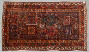 Kazak-Orientteppich (Kaukasusgebiet, um 1900), Pflanzenfarben, ringsum komplett, Flor in hervorragen