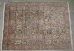 Großer Kaschmir-Seidenteppich, feine Knüpfung, mit Feldermuster, gleichmäßig w