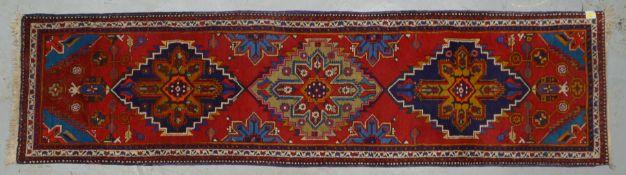 Meschkin-Galerie, feste Knüpfung, komplett, Flor in gutem Zustand; Maße 195 x 76 cm