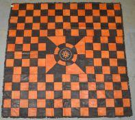 Großer Lederteppich (Afrika), quadratische Form, genäht, Patchwork in verschiedenen Farbe