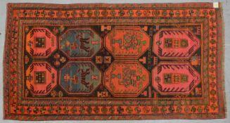 Antiker Orientteppich (wohl aus russischem Grenzgebiet), Wolle auf Wolle, auffällige Farbgebung