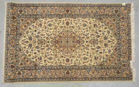 Keshan, feine Knüpfung, hellgrundig, Flor in insgesamt gutem Zustand; Maße 212 x 140 cm (